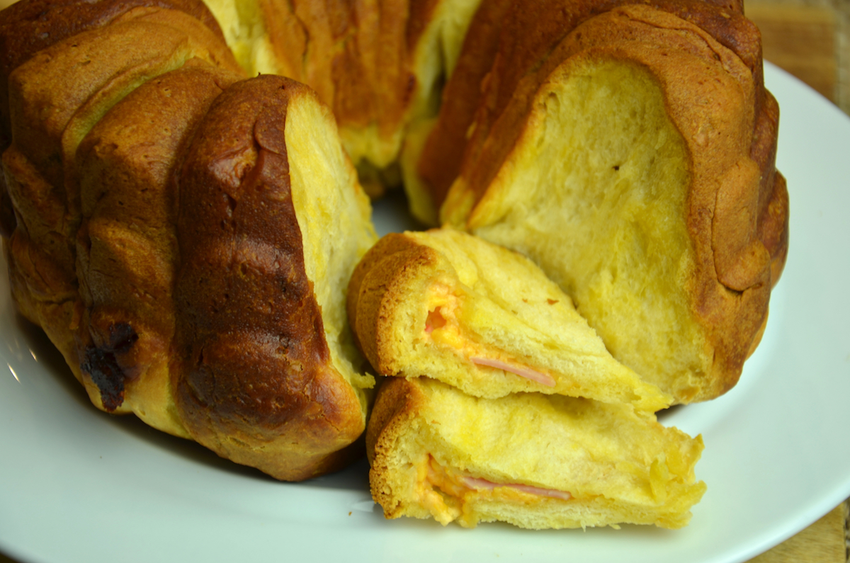 Pull Apart Ham & Cheese Bread